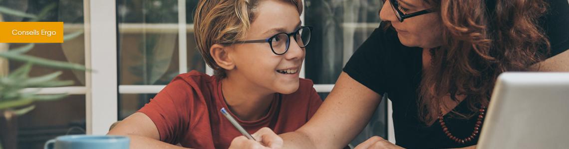 Ergonomie et école à la maison : les astuce anti-douleurs pour votre enfant